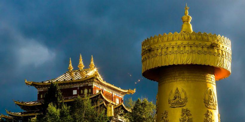 dukezong-prayer-wheel-in-shangri-la-c2a9-christopher-martin-6028